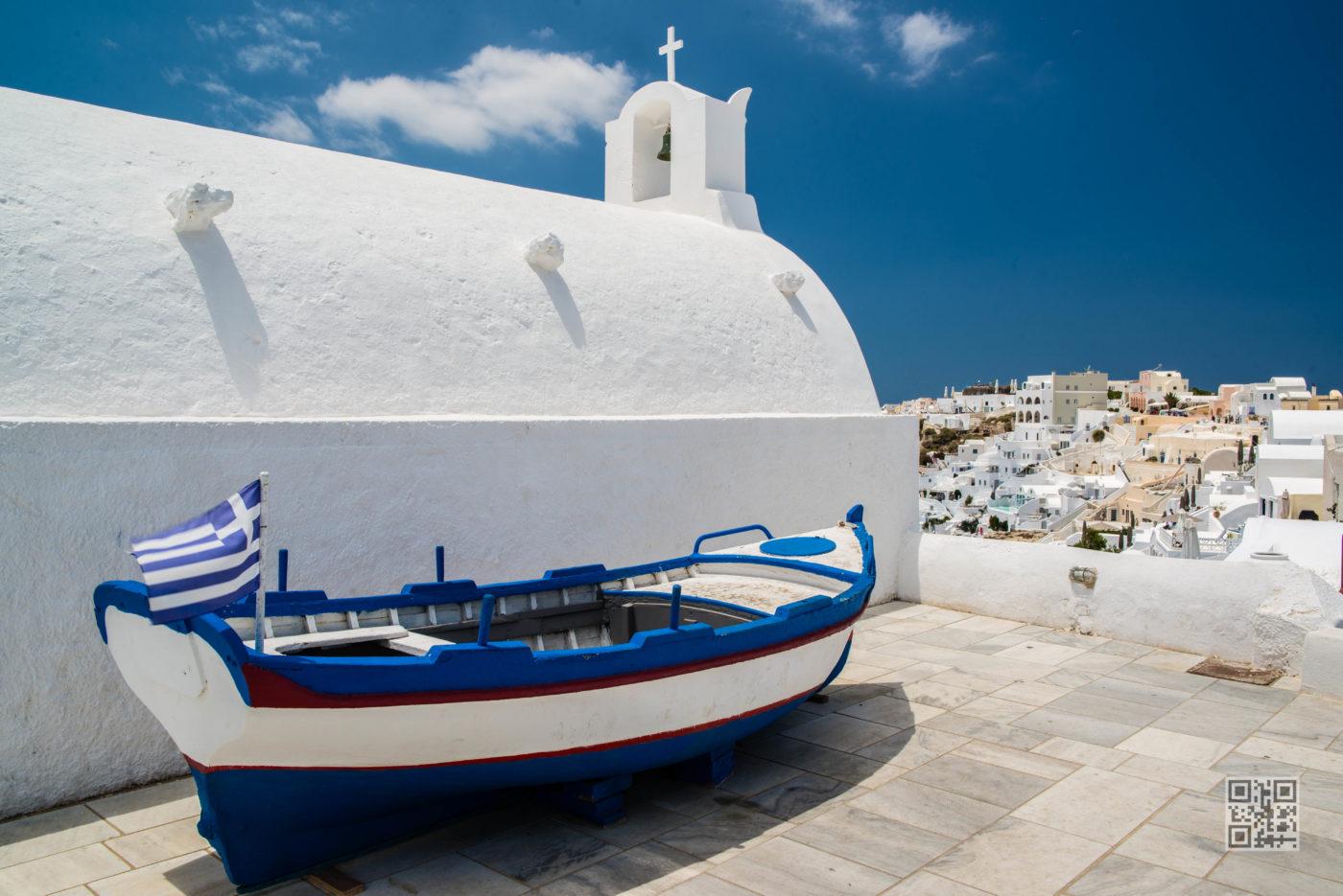 Boat in Oia